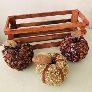 Set  of 3 pcs of pumpkin in a wooden bas